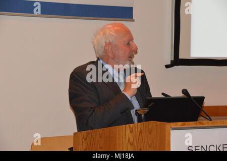 """Der neue Bericht des Club of Rome"""" Vortrag von Prof. Dr. Ernst Ulrich von Weizsäcker, Vizepräsident des Club of Rome goerlitz - Stock Photo"""