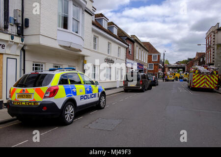 Salisbury, UK. 4th May 2018 Salisbury. OFFICES on Milford Street have been evacuated by police after a suspicious package was delivered to Diligenta. Credit: © pcp/ Alamy Stock Photo (Default)/Alamy Live News - Stock Photo