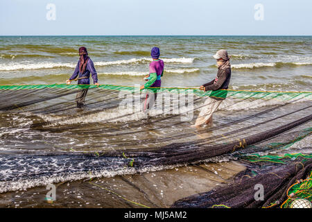 Fishermen from a local village near Baybay Beach set out and haul in their seine net twice a day to provide food and income for their families at Roxa - Stock Photo