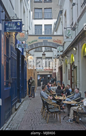 Delirium cafe in Bruxelles, Belgium    Photo © Fabio Mazzarella/Sintesi/Alamy Stock Photo - Stock Photo