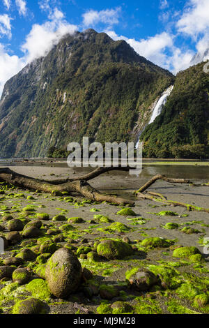 Milford sound New Zealand Milford sound Mitre peak fiordland national park southland new zealand fjordland national park South Island nz - Stock Photo