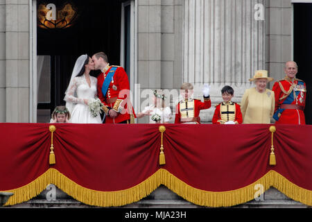 UK - Royal Wedding of Prince William and Kate (Catherine) Middleton - Balcony  and kiss - Buckingham Palace, Grace van Cutsem, Margarita Armstrong Jones Tom Pettifer, Billy Lowther Pinkerton, The Queen, Prince Philip, Pippa Middleton, Prince Harry and James Middleton 29th April 2011 London UK - Stock Photo