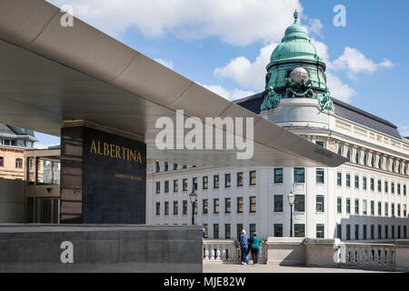 On the terrace of the Albertina, art museum with the flying roof 'Soravia Wing', two tourists look into the city, 1st district, Innere Stadt, Vienna, Austria - Stock Photo