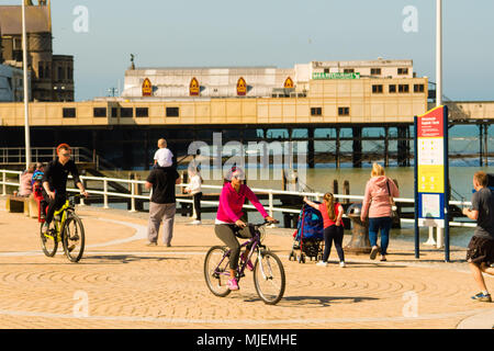 Aberystwyth  Wales UK, Saturday 05 May 2018  UK Weather: People on the promenade in Aberystwyth, Wales , enjoying the start of what promises to be a very warm and sunny May Bank Holiday.  Temperatures in the south east of the UK are expected to reach over 26ºc, breaking the record for this early spring bank holiday weekend  photo © Keith Morris  / Alamy Live News - Stock Photo
