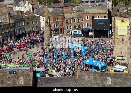 Richmond, North Yorkshire, UK, 5th May 2018. Cyclists and crowds gather in the beautiful market town of Richmond, North Yorkshire in glorious sunshine for the start of the 3rd Stage of the 4th Tour De Yorkshire.  Hot temperatures are forecast and the race of 181km includes the gruelling steep Sutton Bank before finishing at Scarborough on the East Coast. The race concludes on Sunday with the final 189.5km stage from Halifax to Leeds. Andy Lovell/Alamy Live News - Stock Photo