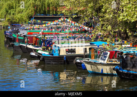 London, UK. 5th May, 2018. Decorated narrowboats at IWA Canalway Cavalcade waterways festival in Little Venice. Credit: Marcin Rogozinski/Alamy Live News - Stock Photo