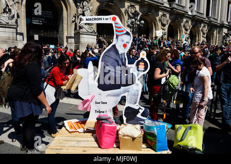 Paris, France. 5th May, 2018. La Fête à Macron (The Party for Macron) 1st anniversary french président rally - Paris on 5th of May 2018 - Place de l'Opéra Credit: Frédéric VIELCANET/Alamy Live News - Stock Photo