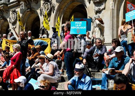Paris, France. 5th May, 2018. La Fête à Macron (The Party for Macron) 1st anniversary french président rally - Paris on 5th of May 2018 - Place de l'Opéra Credit: Frédéric VIELCANET/Alamy Live News - Stock Photo