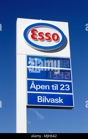 Electronic fuel price sign when gas was per gallon st paul stock photo 114908893 alamy - Esso garage opening times ...