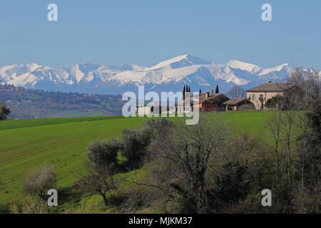 The sibillini mountains part of the range of the Apennines seen from the countryside in Le Marche in Italy in spring monti sibillini or sibelline - Stock Photo