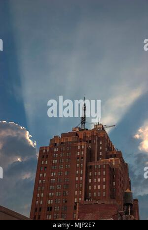 Late afternoon rays of sunlight from behind an apartment block in Lower Manhattan - Stock Photo