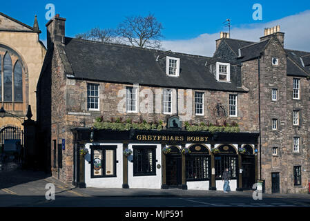 Greyfriars Bobby public house on Candlemaker Rown in Edinburgh's Old Town. - Stock Photo