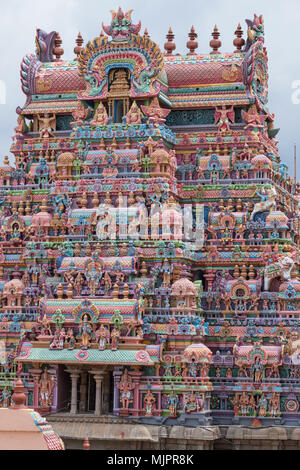 One of the intricately carved and painted entrance gateways, or Gopuram, at the Ranganathaswamy temple at Srirangam at Trichy in Tamil Nadu - Stock Photo