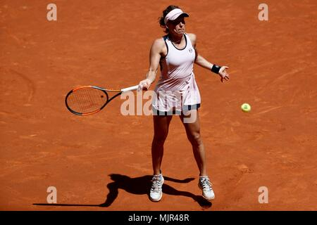 Madrid, Spain. 06th May, 2018. Czech tennis player Barbora Strycova returns the ball against Spanish Carla Suarez during their women's first round game at the 2018 Mutua Madrid Open tennis tournament at Caja Magica in Madrid, Spain, 06 May 2018. The Mutua Madrid Open runs from 04 to 13 May 2018. Credit: Mariscal/EFE/Alamy Live News - Stock Photo