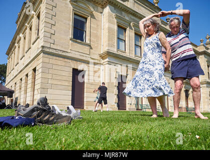 Doncaster, United Kingdom.  06 May, 2018.  Visitors to Brodsworth Hall enjoy the bank holiday heatwave while couples kick off their shoes and dance to big band music.  Credit: Andy Ellis/Alamy Live News - Stock Photo