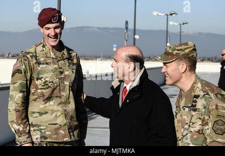 US Ambassador Lewis Eisenberg meets with Colonel Bartholomees, 173rd Airborne Brigade commander, Colonel Berdy, USAG-Italy commander at the Del Din military base in Vicenza, Italy. - Stock Photo