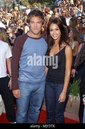 Jessica Alba and Michael Weatherly -Dark Angel -  arriving at the Teen Choice Awards 2001 at Universal Studio Amphitheatre in Los Angeles Sunday August 12, 2001            -            AlbaJessica WeatherlyM006.JPG           -              AlbaJessica WeatherlyM006.JPGAlbaJessica WeatherlyM006  Event in Hollywood Life - California,  Red Carpet Event, Vertical, USA, Film Industry, Celebrities,  Photography, Bestof, Arts Culture and Entertainment, Topix Celebrities fashion /  from the Red Carpet-, Vertical, Best of, Hollywood Life, Event in Hollywood Life - California,  Red Carpet , USA, Film In - Stock Photo