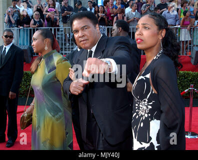 Muhammed Ali with daughters arriving at the 10th Annual ESPY Awards at the Kodak Theatre in Los Angeles. July 10, 2002.           -            AliMuhammed daughters07.JPG           -              AliMuhammed daughters07.JPGAliMuhammed daughters07  Event in Hollywood Life - California,  Red Carpet Event, Vertical, USA, Film Industry, Celebrities,  Photography, Bestof, Arts Culture and Entertainment, Topix Celebrities fashion /  from the Red Carpet-, Vertical, Best of, Hollywood Life, Event in Hollywood Life - California,  Red Carpet , USA, Film Industry, Celebrities,  movie celebrities, TV cele - Stock Photo