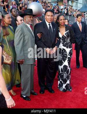 Muhammed Ali with wife and Jo Frasier arriving at the 10th Annual ESPY Awards at the Kodak Theatre in Los Angeles. July 10, 2002.           -            AliMuhammed FrasierJo06.JPG           -              AliMuhammed FrasierJo06.JPGAliMuhammed FrasierJo06  Event in Hollywood Life - California,  Red Carpet Event, Vertical, USA, Film Industry, Celebrities,  Photography, Bestof, Arts Culture and Entertainment, Topix Celebrities fashion /  from the Red Carpet-, Vertical, Best of, Hollywood Life, Event in Hollywood Life - California,  Red Carpet , USA, Film Industry, Celebrities,  movie celebritie - Stock Photo