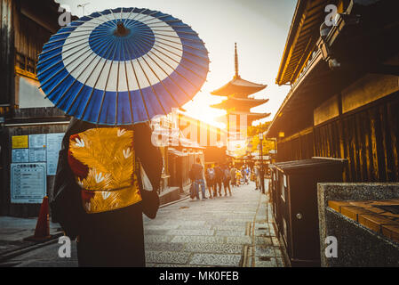 Japanese woman wearing traditional dress at Yasaka Pagoda, Kyoto - Stock Photo