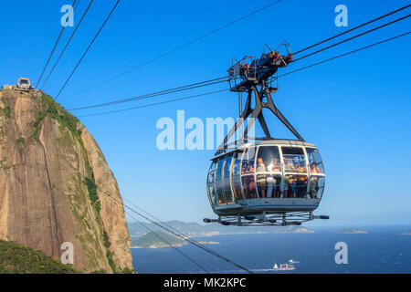 The Sugarloaf mountain cablecar, running between Morro da Urca and Sugarloaf mountain - Stock Photo