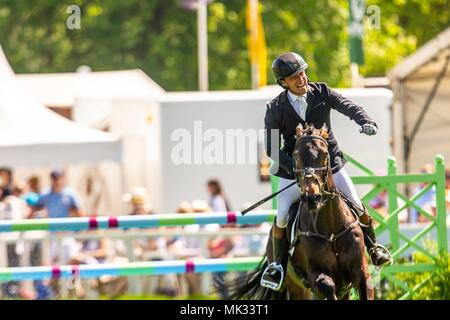 Gloucestershire, UK. 6th May 2018. Showjumping. Day 4. Mitsubishi Badminton Horse Trials. Badminton. UK.  06/05/2018. Credit: Sport In Pictures/Alamy Live News - Stock Photo