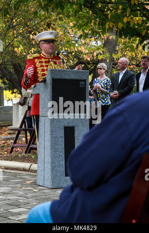 """Captain Ryan J. Nowlin, assistant director, """"The President's Own"""" U.S. Marine Band provides remarks during John Philip Sousa's birthday celebration at the Congressional Cemetery, Washington D.C., Nov. 6, 2017. Today marks Sousa's 163rd birthday and the 51st iteration of the Marine Band honoring its legendary director with a graveside birthday celebration. (Official Marine Corps photo by Cpl. Damon Mclean/Released) - Stock Photo"""