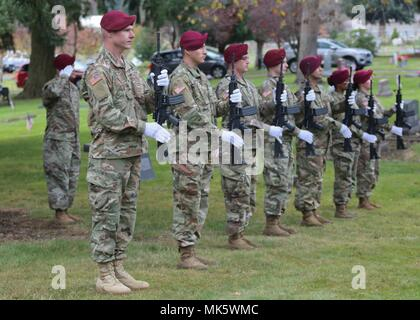 Members of the 1st Special Forces Group (Airborne) participate in a Veterans Day Ceremony at the Yelm Cemetery In Yelm, WA on November 11, 2017. Each year, service members, veterans and civilians positively focus on honoring our country's veterans and active military personnel. (U.S. Army Photo by Sgt Codie Mendenhall/Released) - Stock Photo