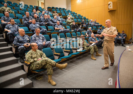 171114-N-PN943-136 Kings Bay, Ga. (Nov. 14, 2017) U.S. Fleet Forces Command, Fleet Master Chief Paul Kingsbury discusses administrative programs that detract from the time that enlisted leaders spend conducting hands-on training and operations. Kingsbury visited with chief petty officers during a visit to Naval Submarine Base Kings Bay. (U.S. Navy photo by Mass Communication Specialist Senior Chief Matthew Bash/Released) - Stock Photo