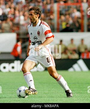 Football: Stadion am Bruchweg Mainz Germany 31.5.1999, international friendly match FC Bayern München (Munchen, Muenchen) vs AC Milan (Milano) --- Roberto DONADONI (Milan) Stock Photo