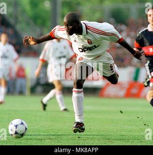 Football: Stadion am Bruchweg Mainz Germany 31.5.1999, international friendly match FC Bayern München (Munchen, Muenchen) vs AC Milan (Milano) --- George WEAH (Milan) Stock Photo