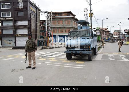 May 7, 2018 - Srinagar, Jammu & Kashmir, India - Indian Forces standing guards on the streets of Srinagar during restrictions imposed by authorities to prevent protest rallies.11 Killed and Dozens injured in an encounter between Indian forces and militants at Badigam Village of South Kashmir's Shopian District about 50kms from Srinagar summer capital of Indian Kashmir on Sunday. Five militants were killed during a brief shootout after government forces laid seige around Badigam Village. 6 Civilians also died after the news of Encounter reached to the people, people came near the Encounter sit - Stock Photo