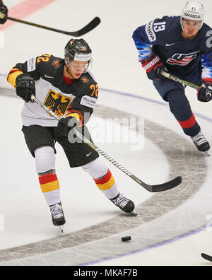 Herning, Denmark. 7th May, 2018. Ice Hockey World Cup 2018, Herning, May 07, 2018 Dominik KAHUN, DEB 72 against Johnny GAUDREAU, USA 13  GERMANY - USA  0-3 Icehockey Worldcup 2018 DEB , in Herning, Denmark May 07, 2018 © Peter Schatz / Alamy Live News - Stock Photo