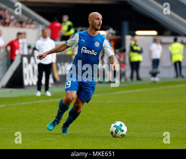 sports,football,2. Bundesliga,2017/2018,Fortuna Duesseldorf vs Holstein Kiel 1:1,Esprit arena Duesseldorf,scene of the match,Patrick Herrmann (Kiel) in ball possession - Stock Photo