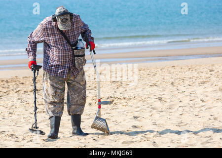 Bournemouth, Dorset, UK. 8th May 2018. UK weather: warm sunny start to the day, as treasure hunter with metal detector hopes to find treasure on the beach after the crowds of visitors have gone. Credit: Carolyn Jenkins/Alamy Live News - Stock Photo
