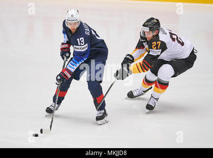 Ice Hockey World Cup 2018, Herning, May 07, 2018 Sebastian UVIRA, DEB 27  Johnny GAUDREAU, USA 13 action GERMANY - USA  0-3 IIHF Icehockey World Championships 2018 DEB , in Herning, Denmark May 07, 2018 © Peter Schatz / Alamy Live News - Stock Photo