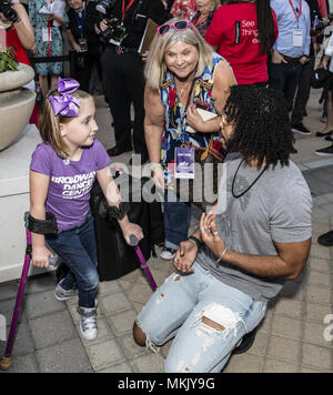 Dallas, Texas, U.S.A. 8th May, 2018. Writer/Actor from the movie Blindspotting ''DAVEED DIGGS'' talking with a young fan. Credit: Hoss Mcbain/ZUMA Wire/Alamy Live News - Stock Photo