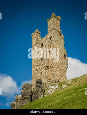 Lilburn Tower, Dunstanburgh Castle, Northumberland, UK. - Stock Photo
