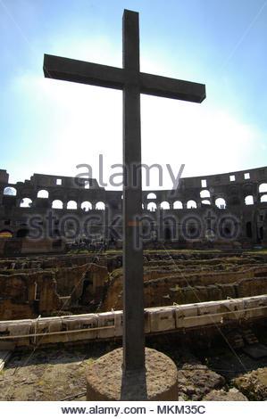 holy cross in the colosseum, Rome, Lazio, Italy, Europe / Rome | Heiliges Kreuz im Kolosseum, Rom Latium, Italien, Europa / Rom - Stock Photo