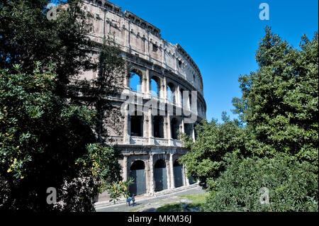 Outside view of Colosseum / Rome | Außenansicht von Kolosseum / Rom Stock Photo