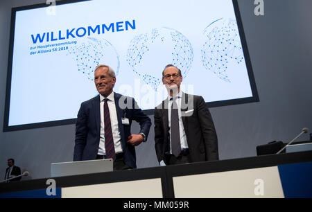 09 May 2018, Germany, Munich: CEO of the insurance company Allianz SE, Oliver Baete (R), and chairman of the board Michael Diekmann standing onstage before the begin of the annual general meeting of the insurance company Allianz. Photo: Sven Hoppe/dpa