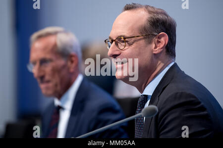 09 May 2018, Germany, Munich: CEO of the insurance company Allianz SE, Oliver Baete (R), and chairman of the board Michael Diekmann sitting onstage before the begin of the annual general meeting of the insurance company Allianz. Photo: Sven Hoppe/dpa
