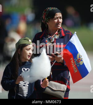 Ivanovo, Russia. 09th May, 2018. IVANOVO, RUSSIA - MAY 9, 2018: People attend an event marking the 73rd anniversary of the victory over Nazi Germany in the Great Patriotic War of 1941-1945, the Eastern Front of World War II. Vladimir Smirnov/TASS Credit: ITAR-TASS News Agency/Alamy Live News - Stock Photo