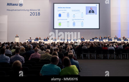 09 May 2018, Germany, Munich: CEO of the insurance company Allianz SE, Oliver Baete (L), speaking during the annual general meeting of the insurance company Allianz. Photo: Sven Hoppe/dpa