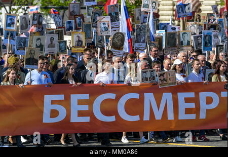 Moscow, Russia. 09th May, 2018. MOSCOW, RUSSIA - MAY 9, 2018: Russia's President Vladimir Putin (4th R) holds a portrait of his father Vladimir Spiridonovich Putin who fought in World War II, during an Immortal Regiment march on the day of the 73rd anniversary of the Victory over Nazi Germany in the 1941-45 Great Patriotic War, the Eastern Front of World War II. Alexei Druzhinin/Russian Presidential Press and Information Office/TASS Credit: ITAR-TASS News Agency/Alamy Live News - Stock Photo