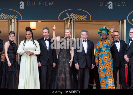 CANNES, FRANCE - MAY 08: Jury of festival de cannes - Kristen Stewart, Chang Chen, Ava DuVernay, Denis Villeneuve, Cate Blanchett, Robert Guediguian, Khadja Nin, Andrey Zvyagintsev, Lea Seydoux attends the screening of 'Everybody Knows (Todos Lo Saben)' and the opening gala during the 71st annual Cannes Film Festival at Palais des Festivals on May 8, 2018 in Cannes, France Credit: BTWImages/Alamy Live News - Stock Photo