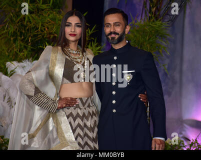 Mumbai, India. 8th May, 2018. Bollywood actress Sonam Kapoor with husband Anand Ahuja pose for picture during thier wedding reception at hotel Leela in Mumbai. Credit: Azhar Khan/SOPA Images/ZUMA Wire/Alamy Live News - Stock Photo