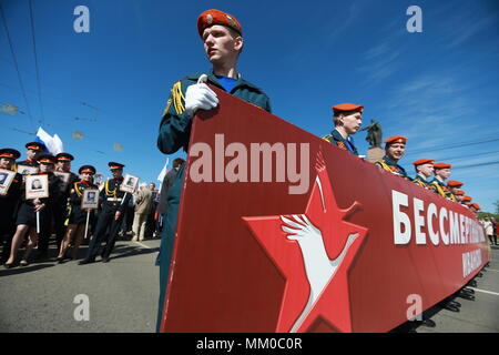 Ivanovo, Russia. 09th May, 2018. IVANOVO, RUSSIA - MAY 9, 2018: Servicemen take part in an Immortal Regiment march on the day of the 73rd anniversary of the Victory over Nazi Germany in the 1941-45 Great Patriotic War, the Eastern Front of World War II. Vladimir Smirnov/TASS Credit: ITAR-TASS News Agency/Alamy Live News - Stock Photo