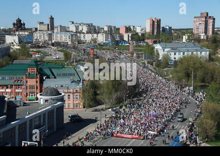 Ivanovo, Russia. 09th May, 2018. IVANOVO, RUSSIA - MAY 9, 2018: People take part in celebrations marking the 73rd anniversary of the Victory over Nazi Germany in the 1941-45 Great Patriotic War, the Eastern Front of World War II. Vladimir Smirnov/TASS Credit: ITAR-TASS News Agency/Alamy Live News - Stock Photo