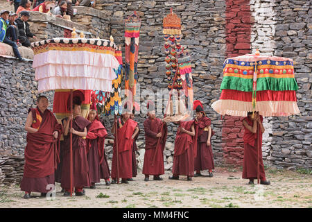 Sakya red hat monks at the Jinganqumo purification festival in Dege, Sichuan, China - Stock Photo